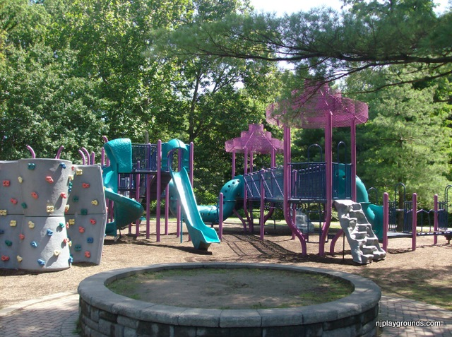 Outdoor Play Saddle Brook  PARKING: Large paved lot close to the playground